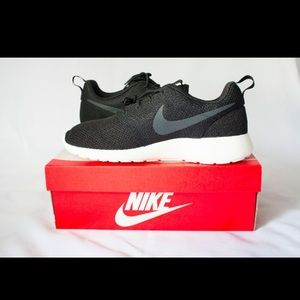 Nike Men's Black Rosherun Sneakers US Size 12 NIB